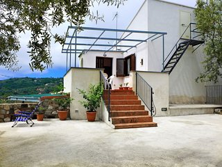 2 bedroom Villa with WiFi and Walk to Shops - 5794664