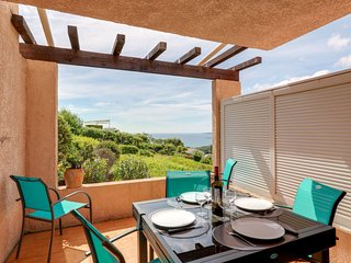 1 bedroom Apartment with Pool, WiFi and Walk to Beach & Shops - 5794507
