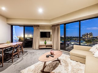 Exclusive Stays: Gallery Tower - 2 Bed 2 Bath