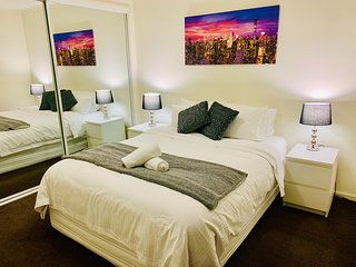 South Wharf Apartment Sleeps 3 with Pool Air Con and WiFi - 5812261
