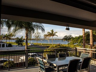 MILLION DOLLAR VIEW LUXURY 4 BRM BEACH HOUSE