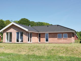 Nice home in Tranekaer w/ WiFi and 4 Bedrooms