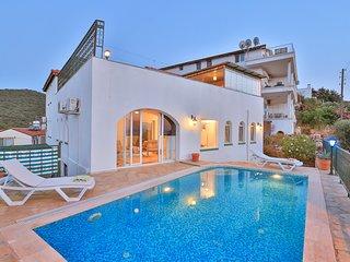 Villa Adora 3 Bedroom sleeps 6, private pool