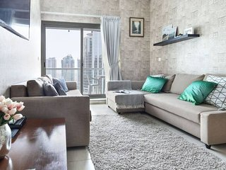 Fashionable 1BR in the Trendy JLT! Sleeps 4!