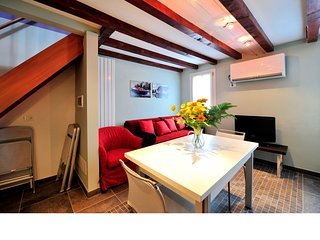 Venice Apartment Sleeps 6 with Air Con and WiFi - 5248507