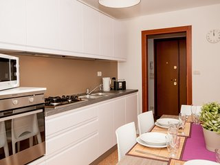 2 bedroom Apartment with Air Con, WiFi and Walk to Shops - 5248523