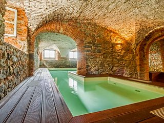 Lucca Apartment Sleeps 6 with Pool Air Con and WiFi - 5795823