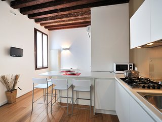 Venice Apartment Sleeps 6 with Air Con and WiFi - 5248492