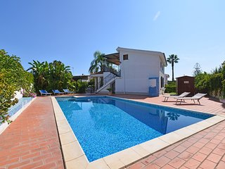 2 bedroom Villa with Air Con, WiFi and Walk to Beach & Shops - 5247429