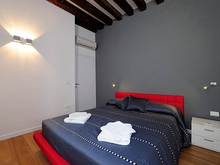 Venice Apartment Sleeps 6 with Air Con and WiFi - 5248491