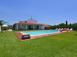 4 bedroom Villa with Pool, Air Con and WiFi - 5247427