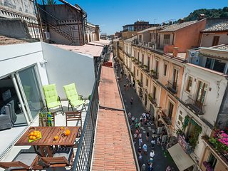 Taormina Apartment Sleeps 5 with Air Con and WiFi - 5247313
