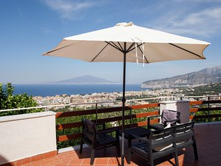 Sant'Agata sui Due Golfi Apartment Sleeps 6 with Pool Air Con and WiFi - 5248210