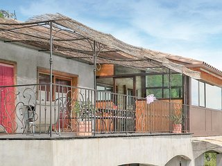 Beautiful home in Valensole w/ WiFi and 3 Bedrooms (FPA037)