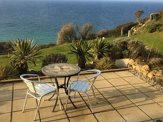 Seaside ground floor apartment with fantastic sea views and private terrace