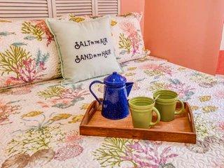 Mermaid Cottage -Adorable Vintage Cottage convenient to Historic district -Free