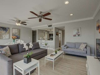 Deeded Beach access to SK Beach, pool, renovated gorgeous condo with WiFi, tenni