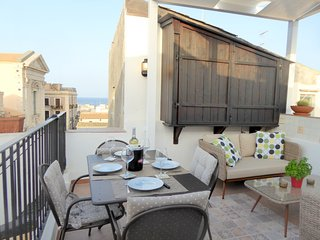 2 bedroom Apartment with Air Con, WiFi and Walk to Shops - 5639305