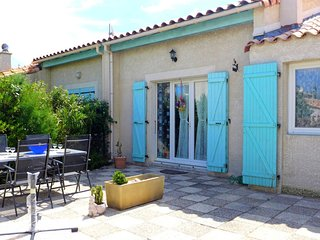 2 bedroom Villa with WiFi and Walk to Beach & Shops - 5050492