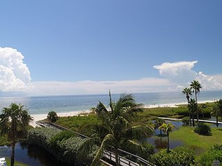 Sanibel Surfside #224:Immaculate Island Retreat on the Beach, Great Amenities