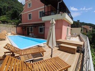 PYRGI VIEW EXECUTIVE,Private Pool,Glorious views