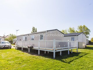 8 berth luxury caravan with decking to hire in Naze Marine Essex ref 17045