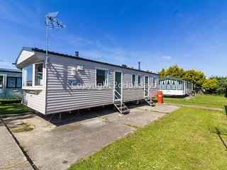 8 berth static caravan for hire at Seawick holiday park in Essex.