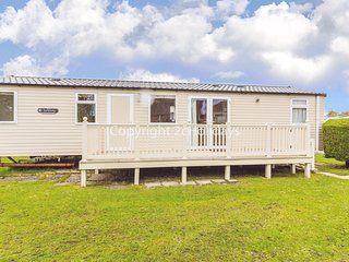 8 berth caravan to hire at Sunnydale holiday park Skegness Lincs ref 35211