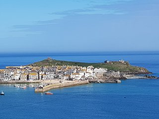 St. Ives contemporary holiday home (dog friendly)