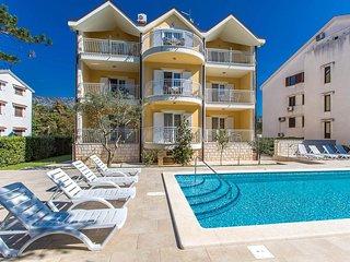 Jadranovo Apartment Sleeps 4 with Pool and Air Con - 5464459