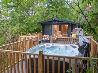 Boutique Luxury Lodge with Hot Tub Windermere