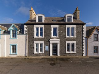 Carlton House - Large self catering holiday house on the waterfront
