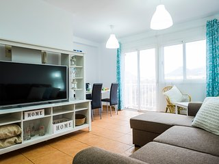 Italian Style 2 Bedrooms Apartment WiFi and Parking 10 Minutes walking to Beach