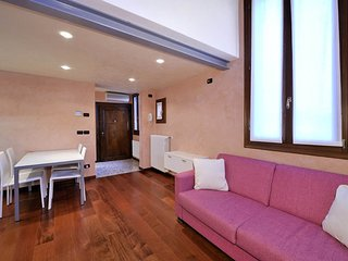 1 bedroom Apartment with Air Con, WiFi and Walk to Shops - 5248504