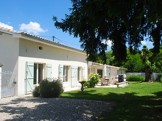 Beautiful two bedroom self catering cottage with pool in Eymet, Dordogne, France