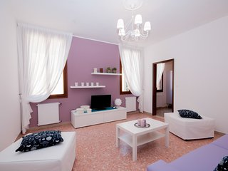3 bedroom Apartment with Air Con, WiFi and Walk to Shops - 5248529