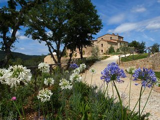 Castello di Tocchi Villa Sleeps 16 with Pool Air Con and WiFi - 5703666