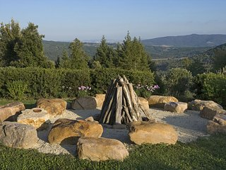 Castello di Tocchi Villa Sleeps 27 with Pool Air Con and WiFi - 5247841