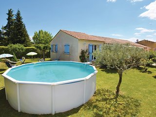 Amazing home in Aubignan w/ WiFi, Outdoor swimming pool and 3 Bedrooms