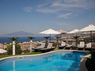 Sant'Agata sui Due Golfi Villa Sleeps 10 with Pool Air Con and WiFi - 5741974