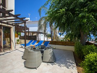 You and Your Family will love this Villa close to the beautiful town of