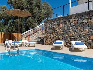 Villa Alya with private pool, seaviews and wifi