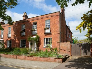 Historic and Stunning, Large Central Bedford House