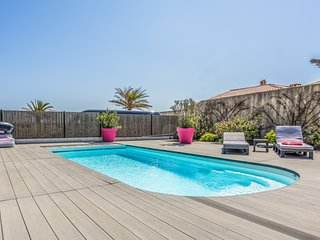 210978 villa with 3 bedrooms, 2 bathrooms, heated pool 8 x 4, beach at 100 mtr.