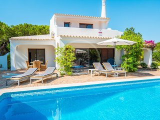 4 bedroom villa 7 min walk to the beach