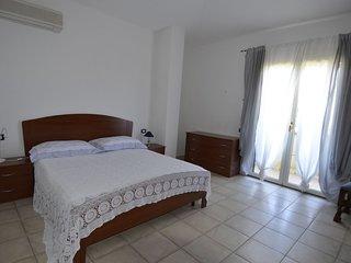 Porto pino appartamento p.t. In  villa con giardino
