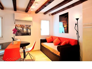 1 bedroom Apartment with Air Con, WiFi and Walk to Shops - 5248505