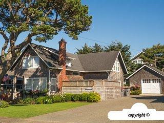 821 Beach Dr - SERENDIPITY COTTAGE:  Near Ocean - 750 ft To Beach