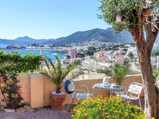 1 bedroom Apartment with WiFi and Walk to Beach & Shops - 5043614