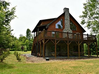Waters Edge-Riverfront, Pet Friendly, Flat, Large Yard, Fire Pit, WIIF, Fireplac
